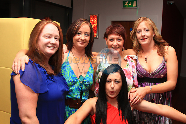 Sisters Irene, Deirdre, Melissa, Fiona and Ruth Cowley in Bru for a night out..Picture: Shane Maguire / www.newsfile.ie.
