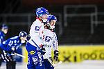 Uppsala 2013-11-20 Bandy Elitserien IK Sirius - Edsbyns IF :  <br /> Edsbyn Martin Frid grtuleras av Edsbyn Mattias Wid&eacute;n Widen efter sitt 5-2 m&aring;l<br /> (Foto: Kenta J&ouml;nsson) Nyckelord:  jubel gl&auml;dje lycka glad happy