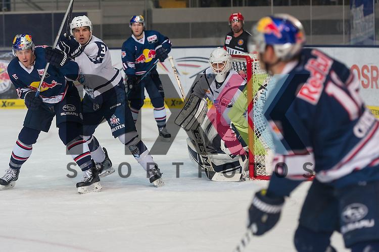 Eishockey, DEL, EHC Red Bull M&uuml;nchen - Hamburg Freezers <br /> <br /> Im Bild Calvin HEERTER (Hamburg Freezers, 34) hat den Puckf&uuml;hrenden Spieler im Blick, Jason JAFFRAY (EHC Red Bull M&uuml;nchen, 15), Samuel KLASSEN (Hamburg Freezers, 3) beim Spiel in der DEL EHC Red Bull Muenchen - Hamburg Freezers.<br /> <br /> Foto &copy; PIX-Sportfotos *** Foto ist honorarpflichtig! *** Auf Anfrage in hoeherer Qualitaet/Aufloesung. Belegexemplar erbeten. Veroeffentlichung ausschliesslich fuer journalistisch-publizistische Zwecke. For editorial use only.