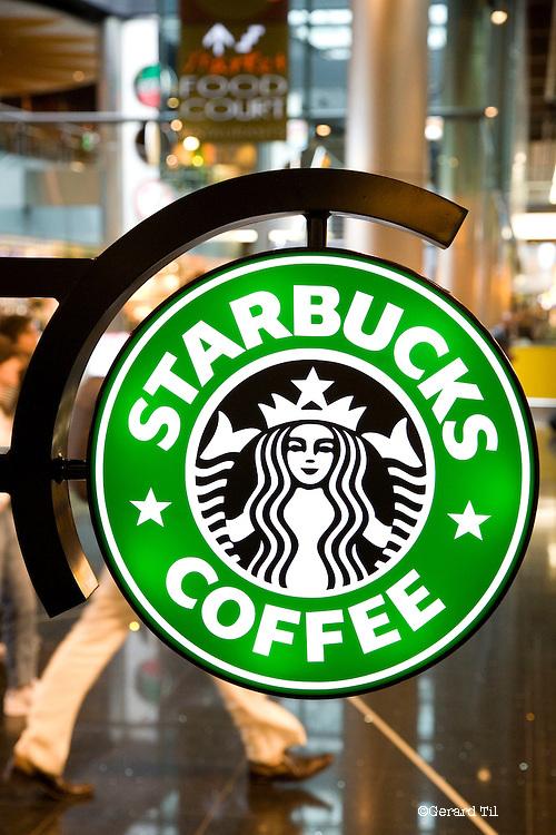Nederland, Schiphol, 29-06-2007 - Starbucks Coffee Company opende vandaag officieel de eerste Nederlandse vestiging op de luchthaven Schiphol. FOTO: Gerard Til