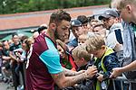 29.07.2017, Heinz-Dettmer-Stadion, Lohne, GER, FSP, SV Werder Bremen vs West Ham United<br /> <br /> im Bild<br /> Marko Arnautovic (West Ham #18) gibt Autogramme, unterschreibt ein Werder Trikot / Marko Arnautovic (West Ham #18) signing autographs, signing a Werder Bremen jersey, <br /> <br /> Foto © nordphoto / Ewert