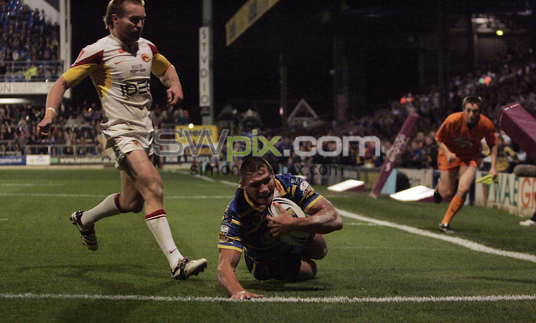 PICTURE BY VAUGHN RIDLEY/SWPIX.COM - Rugby League - Super League Playoffs - Leeds v Catalans - Headingley, Leeds, England  - 02/10/09...Copyright - Simon Wilkinson - 07811267706...Leeds Ryan Hall scores a try.