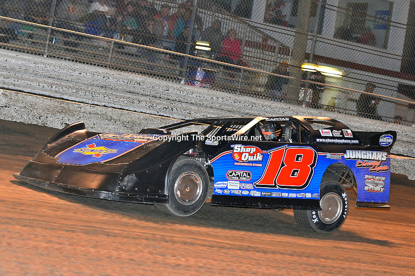 Feb 17, 2014; 6:59:31 PM;  Barberville, FL, USA;  World of Outlaws Late Model Series for 43rd Annual DIRTcar Nationals presented by Summit Racing Equipment at Volusia Speedway Park.  Mandatory Credit: (thesportswire.net)