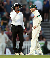 Australian captain Michael Clarke argues with the umpire about the bad light - England vs Australia - 5th day of the 5th Investec Ashes Test match at The Kia Oval, London - 25/08/13 - MANDATORY CREDIT: Rob Newell/TGSPHOTO - Self billing applies where appropriate - 0845 094 6026 - contact@tgsphoto.co.uk - NO UNPAID USE