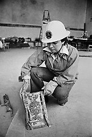- Friuli, due mesi dopo il terremoto del maggio 1976, volontari recuperano oggetti d'arte da una chiesa....- Friuli, two months after the earthquake of May 1976, volunteers recover objects of art from a church....