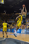 02.06.2019, EWE Arena, Oldenburg, GER, easy Credit-BBL, Playoffs, HF Spiel 1, EWE Baskets Oldenburg vs ALBA Berlin, im Bild<br /> maechtig strecken gegen ALBA<br /> Niels GIFFEY (ALBA Berlin #5 ) Rickey PAULDING (EWE Baskets Oldenburg #23 )<br /> Foto © nordphoto / Rojahn