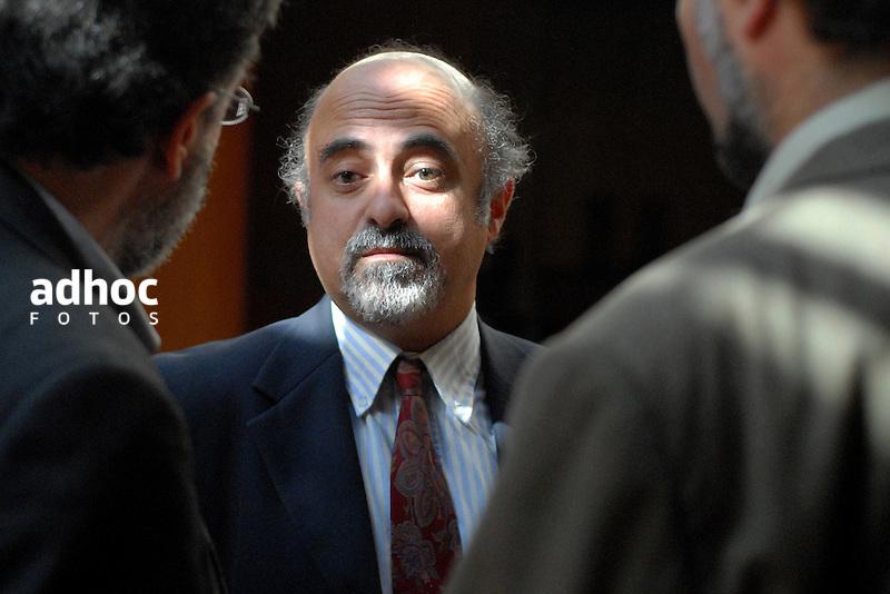 Alfonso Lessa. Periodista. Montevideo, 2007.<br /> URUGUAY / MONTEVIDEO / <br /> Foto: Ricardo Ant&uacute;nez / AdhocFotos<br /> www.adhocfotos.com