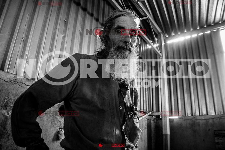 Miguel Angel Alvarez Vidal conocido como &uml;el Manzanita&uml;<br /> vive desde hace tiempo en el estacionamiento del billar mister Don en el centro de la ciudad, dice tener 14 hijos y saber 6 idiomas, durante gran parte de su vida en hermosillo se dedico a vender libros.<br /> <br /> Originario del DF:;<br /> CreditoFoto: LuisGutierrez