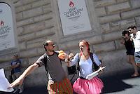 Roma, 12 Luglio 2016<br /> Attivisti in solidarietà con il popolo Palestinese davanti la mostra di Banksy a Palazzo Cipolla riproducono la famosa bambina con i palloncini rossi e aprono  uno striscione per la chiedere la libertà di Abu Sakha, giovane clown performer arrestato, e di tutti i prigionieri politici. <br /> Activists in solidarity with the Palestinian people in front of the exibition of Banksy at Palazzo Cipolla reproduce the famous little girl with red balloons, and open up a banner demanding freedom for Abu Sakha, young clown performer arrested and all political prisoners.