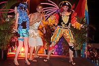 RIO DE JANEIRO, RJ, 22 DE FEVEREIRO 2012 - BAILE GALA GAY - Foliao e visto chegando no tradicional Baile Gala Gay na regiao central do Rio de Janeiro, na noite de terca-feira, 21. (FOTO:  VANESSA CARVALHO - BRAZIL PHOTO PRESS).