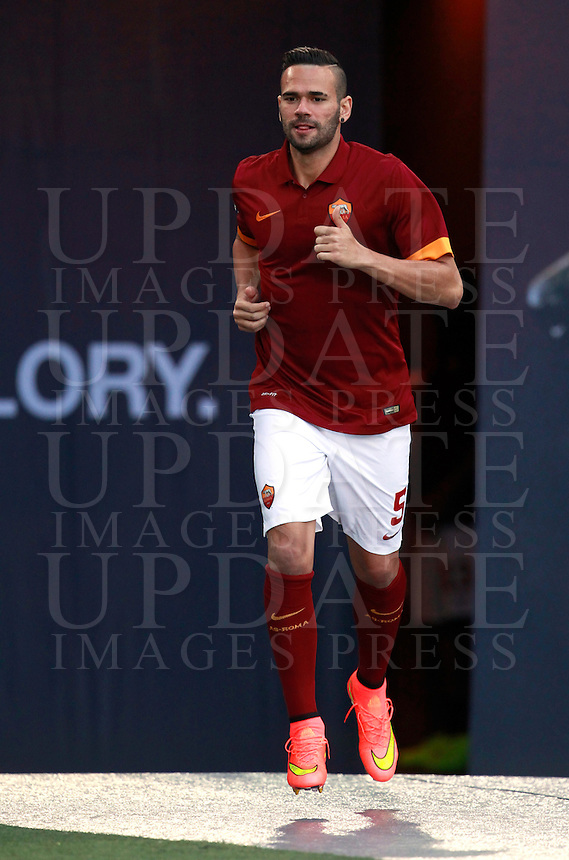Calcio, amichevole Roma vs Fenerbahce. Roma, stadio Olimpico, 19 agosto 2014.<br /> Roma defender Leandro Castan, of Brazil, arrives for the team's presentation, prior to the friendly match between AS Roma and Fenerbahce at Rome's Olympic stadium, 19 August 2014.<br /> UPDATE IMAGES PRESS/Isabella Bonotto