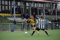 VOETBAL: GROU: Sportpark Meinga, 04-11-2012, GAVC - St. Annaparochie, Zondag 2e Klasse K, Einduitslag 1-1, Andrew van Hilst (#10 | GAVC), Dirk Jan Keizer (#5 | St.Anna), ©foto Martin de Jong