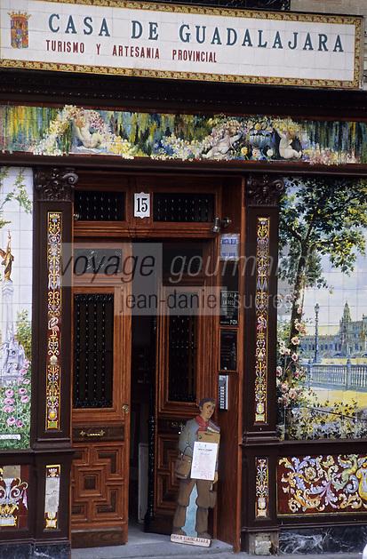 Europe/Espagne/Castille/Madrid : Plaza de Santa Ana - Casa de Guadalajara
