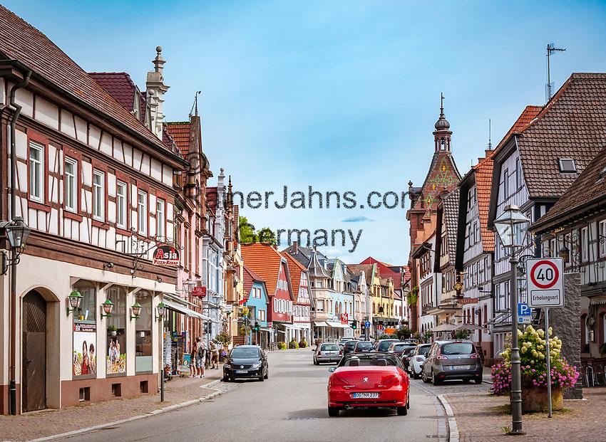 Germany, Baden-Wurttemberg, Black Forest, Zell am Harmersbach: main street in old town   Deutschland, Baden-Wuerttemberg, Schwarzwald, Zell am Harmersbach im Ortenaukreis: Hauptstrasse in der Altstadt