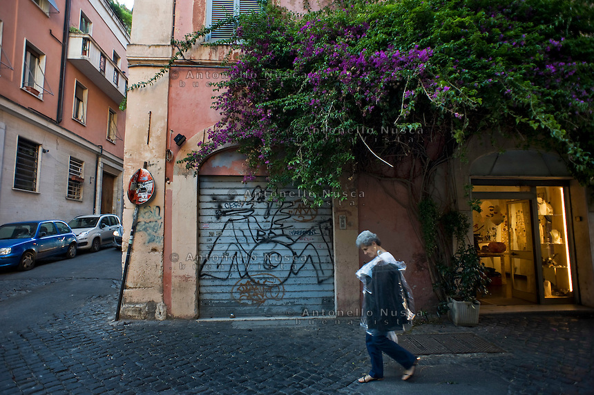 Scritte e degrado nel quartiere Monti in pieno centro storico.<br /> Writers and decline in downtown