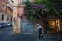 Scritte e degrado nel quartiere Monti in pieno centro storico.<br /> Writers and decline in downtown
