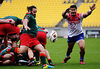 Piri Weepu clears under pressure from James So'oialo during the Heartland Championship rugby match between Horowhenua Kapiti and Wairarapa Bush at Westpac Stadium in Wellington, New Zealand on Sunday, 1 October 2017. Photo: Dave Lintott / lintottphoto.co.nz