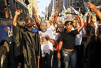 ATENÇAO EDITOR  FOTO EMBARGADA PARA VEICULOS INTERNACIONAIS - NITEROI FEZ MARCHA CONTRA O MENSALAO. NITEROI,RJ 25 DE OUTUBRO 2012. Nesta tarde o centro de Niteroi parou com a marcha de simpatizantes do partido do PDT do candidato Felipe Peixoto, contra o mensalao.  A marcha saiu da Camara de Vereadores até a estaçao das Barcas Arariboia se juntando ao comicio do candidato do PDT.<br /> <br /> FOTO RONALDO BRANDAO/BRAZIL PHOTO PRESS