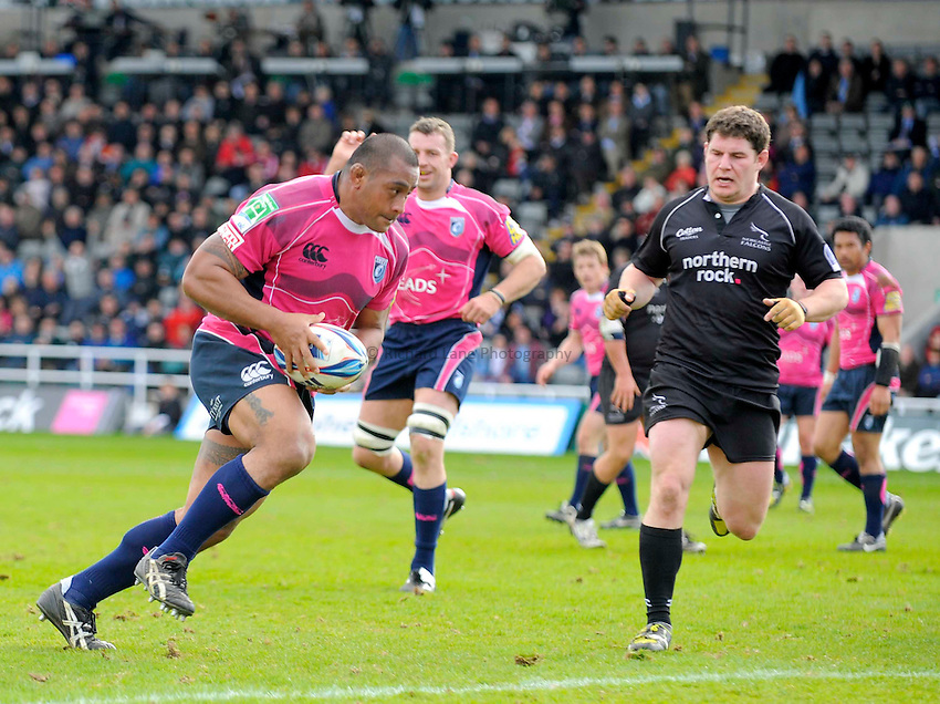 Cardiff's Taufa'au races through to score his try..Photo: Richard Lee/Richard Lane Photography. Newcastle Falcons v Cardiff Blues. Amlin Challenge Cup Quarter Final. 11/04/2010.