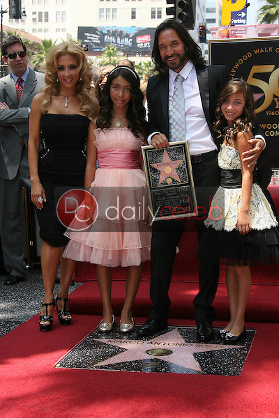 Marco Antonio Solis and Family<br /> at the induction ceremony for Marco Antonio Solis into the Hollywood Walk David Edwards/DailyCeleb.com 818-249-4998of Fame, Hollywood, CA. 08-05-10