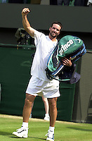 WIMBLEDON CHAMPIONSHIPS 2001 06/07/01 MENS SEMI-FINALS YOU BEAUT!! PAT RAFTER (AUSTRALIA) CELEBRATES VICTORY OVER   ANDRE AGASSI (USA) PHOTO ROGER PARKER