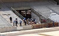 CURITIBA, PR, 21.01.2014 - VISITA FIFA ARENA DE CURITIBA - Comitiva da FIFA na arena da baixada, estádio que sediará 4 jogos da Copa do Mundo em Junho, região central de Curitiba,nesta terça-feira, 21. A impressa não pode acompanhar a visita dentro do estádio. (Foto: Paulo Lisboa / Brazil Photo Press)