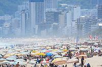 RIO DE JANEIRO, RJ, 12.11.2013 - CLIMA TEMPO / PRAIA / IPANEMA / RJ-  Movimentação na praia de ipanema, com muito sol e calor, em Ipanema, zona sul da cidade do Rio de Janeiro, na tarde  desta terça (12). (Foto: Marcelo Fonseca / Brazil Photo Press).