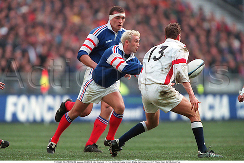 THOMAS CASTAIGNEDE passes, FRANCE 24 v England 17, Five Nations Rugby Union, Stade de France, 980207. Photo: Glyn Kirk/Action Plus...1998.rugby union