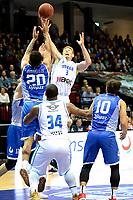 GRONINGEN - Basketbal, Donar - Landstede Martiniplaza, Dutch Basketbal League, seizoen 2018-2019, 06-12-2018, Donar speler Jobi Wall met Landstede speler Franko House