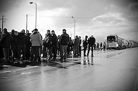 CITTà SANT'ANGELO (PE) 20/01/2012 - INTENSI SCIOPERI DEI TIR SU TUTTO IL TERRITORIO NAZIONALE ITALIANO. DIVERSI CASELLI AUTOSTRADALI SONO STATI PRESI A PRESIDIO DAGLI AUTOTRASPORTATORI METTENDO IN GINOCCHIO L'INTERO PAESE. QUESTE FOTO SONO STATE REALIZZATE DURANTE LA SETTIMANA DI SCIOPERO CONVIVENDO CON ALCUNI CAMIONISTI NEI CASALLI AUTOSTRADALI ABRUZZESI. FOTO DI ADAMO DI LORETO