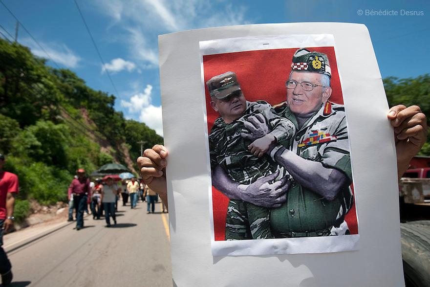 8 July 2009 - Tegucigalpa, Honduras  Supporters of ousted Honduran President Manuel Zelaya during a march in Tegucigalpa, capital of Honduras. Photo credit: Benedicte Desrus