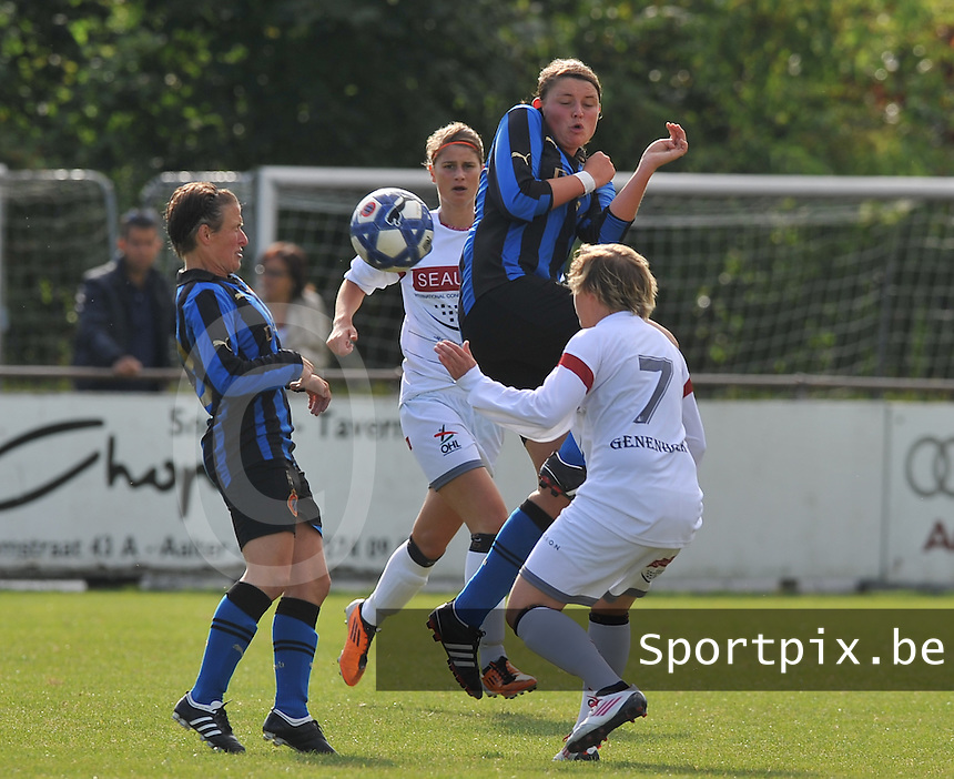 Club Brugge Dames - OHL Oud Heverlee Leuven Dames : duel tussen Sofie Huyghebaert  , Ellen Charlier en Christine Saelens.Foto David Catry / Vrouwenteam.be