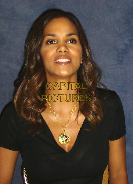 "HALLE BERRY        .Press conference held at the Four Seasons Hotel in the Wetherly Room for the film ""Perfect Stranger"" ,Los Angeles, California, USA..April 5th, 2007.headshot portrait gold necklace .CAP/AW.©Anita Weber/Capital Pictures"