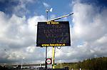 Langs de snelwegen A12 bij knooppunt Oudenrijn staat een tekstkar met zonnenpanelen en windmolen die op milieuvriendelijke wijze de automobilisten bedankt voor het  energiezuinig rijden van 80km per uur in zijn vijf. COPYRIGHT TON BORSBOOM