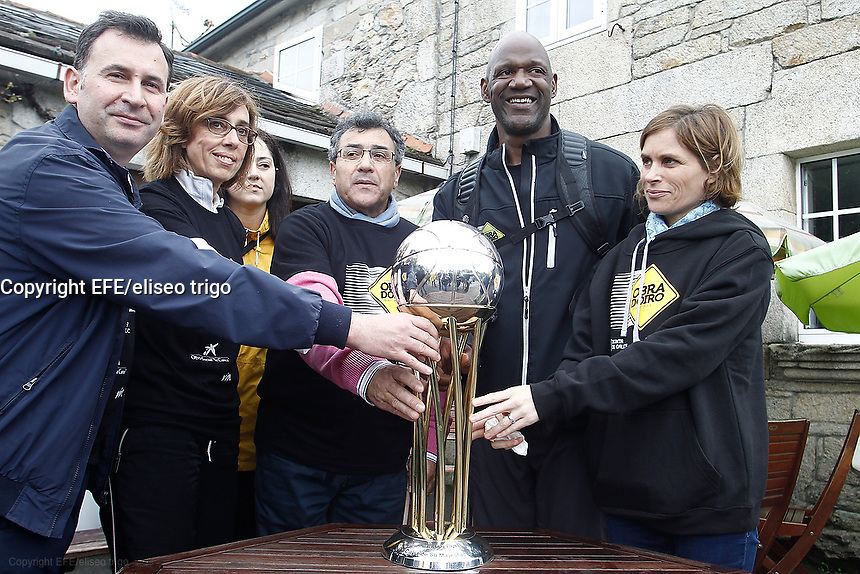 Fecha: 04-05-2015. . Birthday of a political , which invites those present to a cake. In the scene there is also a television crew of the Obradoiro de Santiago of Compostela, which records the Terry road to Santiago.
