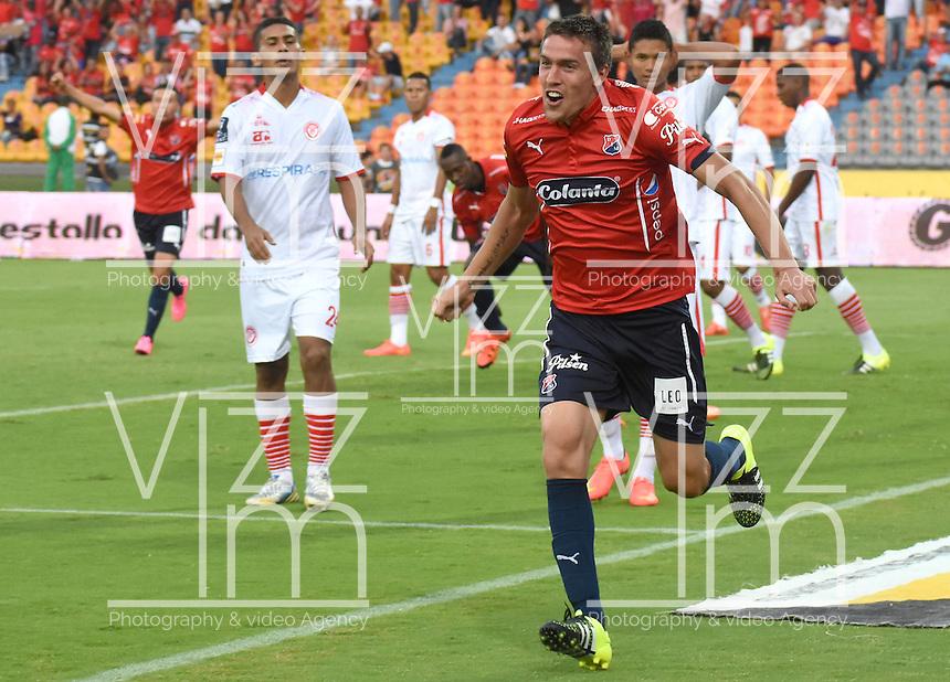 MEDELLÍN -COLOMBIA-18-10-2015. Mathias Cahais (Izq) jugador de Independiente Medellín celebra un gol anotado a Uniautónoma durante partido por la fecha 16 de la Liga Águila II 2015 jugado en el estadio Atanasio Girardot de la ciudad de Medellín./ Mathias Cahais (L) player of Independiente Medellin celebrates a goal scored to Uniautonoma during the 16th date of Aguila League II 2015 played at Atanasio Girardot stadium in Medellin city. Photo: VizzorImage/León Monsalve/Str