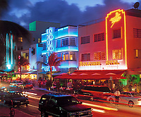 USA, Florida, Miami-Beach: art-deco-Viertel am Ocean Drive am Abend | USA, Florida, Miami-Beach: art-deco-district at Ocean Drive at night