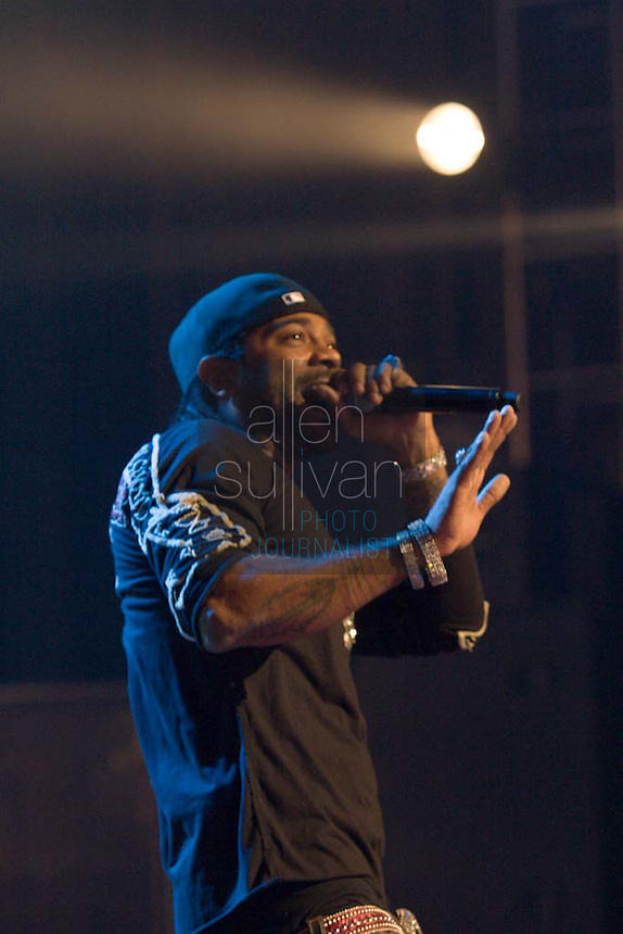 Jim Jones performs during a Boost Mobile RockCorps concert at The Fox Theatre in Atlanta on Saturday, June 9, 2007.