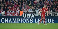 FUSSBALL   CHAMPIONS LEAGUE  HALBFFINAL HINSPIEL   2011/2012      FC Bayern Muenchen - Real Madrid          17.04.2012 Bastian Schweinsteiger (FC Bayern Muenchen) vor einer CL Werbebande