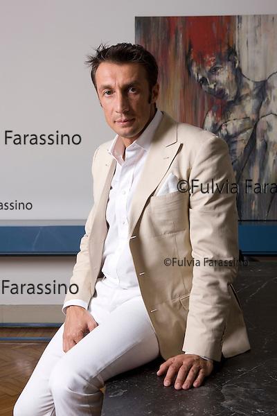 Milano aprile 2010. Carlo Colombo, architetto italiano, nel suo studio, Carlo Colombo, Italian architect, in his studio