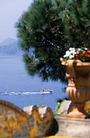 """Europe/Italie/Côte Amalfitaine/Campagnie/Positano : Vue sur la côte depuis les terrasses de l'hôtel """"San Pietro"""""""