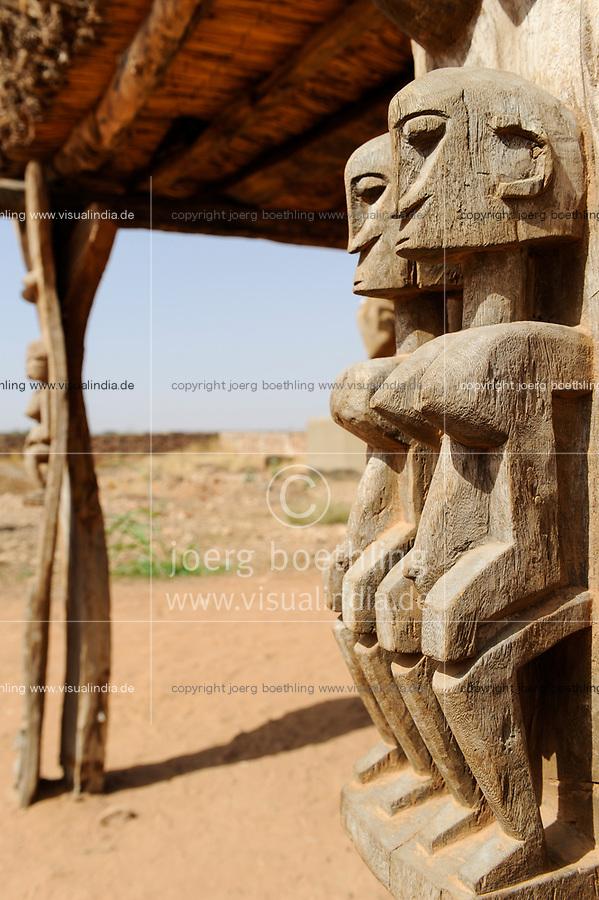 MALI, Dogonland Bandiagara , Dogon wood carvings