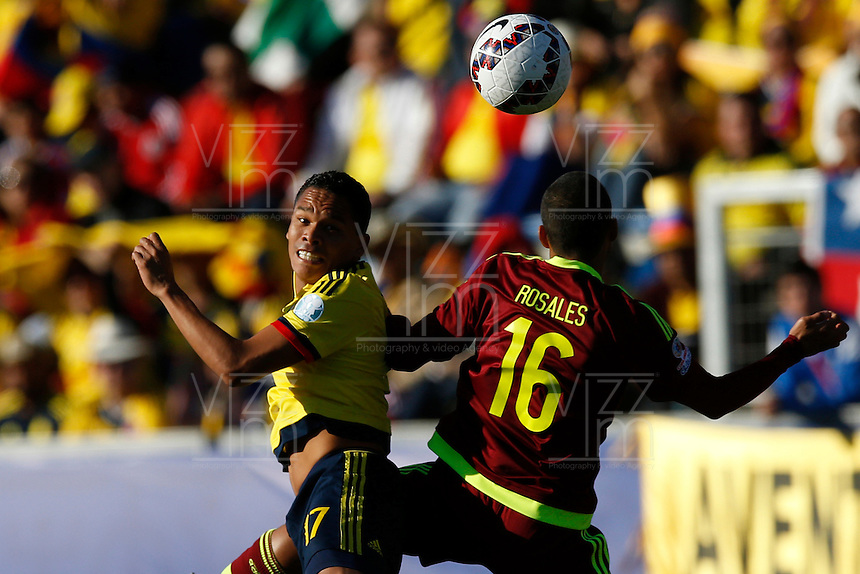 RANCAGUA- CHILE - 14-06-2015: Carlos Bacca (Izq.) jugador de Colombia, disputa el balón con Roberto Rosales (Der.) jugador de Venezuela durante partido Colombia y Venezuela, por la fase de grupos, Grupo C, de la Copa America Chile 2015, en el estadio El Teniente en la Ciudad de Rancagua. / Carlos Bacca (L) player of Colombia, vies for the ball with Roberto Rosales (R) player of Venezuela, during a match between Colombia and Venezuela for the group phase, Group C, of the Copa America Chile 2015, in the El Teniente stadium in Rancagua city. Photos: VizzorImage /  Photosport / Marcelo Hernandez / Cont.