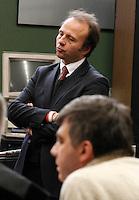 Valter Lavotola in aula durante il processo per la compravendita dei senatori il processo <br /> nella foto con John Henry Woodcock   Valter Lavitola