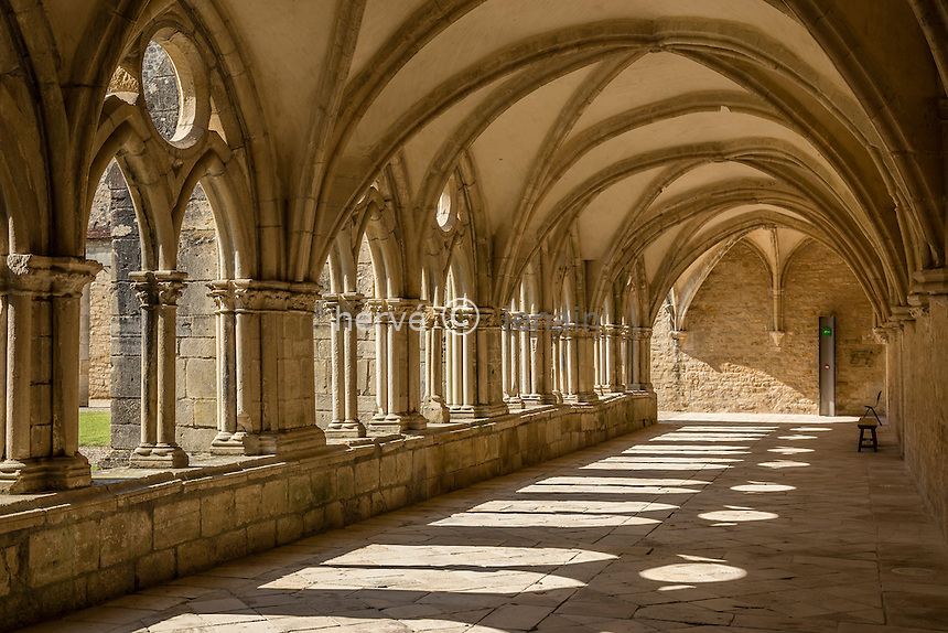 France, Cher (18), Bruère-Allichamps, abbaye de Noirlac, le cloître // France, Cher, Bruere Allichamps, Noirlac abbey, the cloister