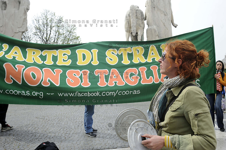 Roma, 2 aprile 2012.Piazza del Campidoglio.Manifestazione degli artisti di strada contro la delibera che pone regole restrittive e numero chiuso