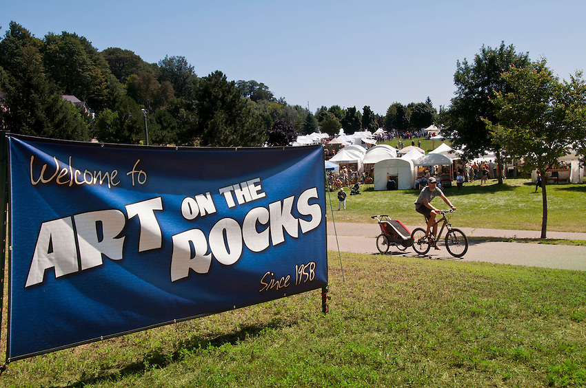 Art on the Rocks art festival at Marquette, Michigan.