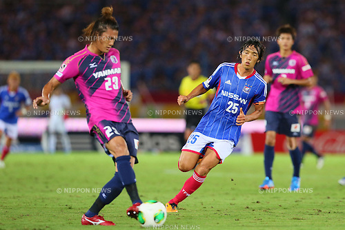 (L-R) Tatsuya Yamashita (Cerezo), Shunsuke Nakamura (F Marinos), SEPTEMBER 14, 2013 - Football / Soccer : <br /> 2013 J.LEAGUE Division 1, 25th Sec <br /> match between Yokohama F Marinos 1-1 Cerezo Osaka<br />  at Nissan Stadium in Kanagawa, Japan. (Photo by AFLO SPORT) [1156]