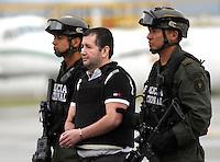"""BOGOTA -COLOMBIA, 9-07-2013. Unidades de la Dijín de la Policia Nacional de Colombia , custodian al narcotraficante  Alias  """"el Loco Barrera""""  entregado a  agentes de la DEA y extraditado a los Estados Unidos donde es solicitado por dos tribunales de New York y uno de la Florida por concierto para delinquir y tráfico de estupefacientes.  ./Dijin units of the National Police of Colombia, custodian Alias ??drug trafficker """"El Loco Barrera"""" delivered to DEA agents and extradited to the U.S. where he is wanted by two courts of New York and one of Florida for conspiracy and trafficking.<br /> . Photo: VizzorImage/ Felipe Caicedo/ STAFF"""