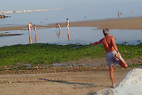 - bathing people in beach, old man  does gym....- bagnanti in spiaggia, anziano fa ginnastica......